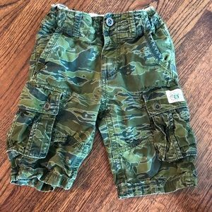 Gap Kids camo adjustable waist shorts size 6